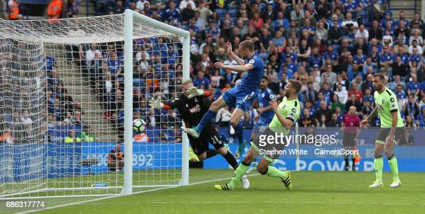 Leicester City's Jamie Vardy beats Bournemouth's goalkeeper Ryan Allsop to the ball and scores his sides equalising goal to make the score 11 during...