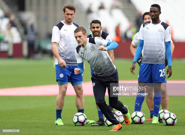Leicester City's Jamie Vardy during prematch training with his teammates