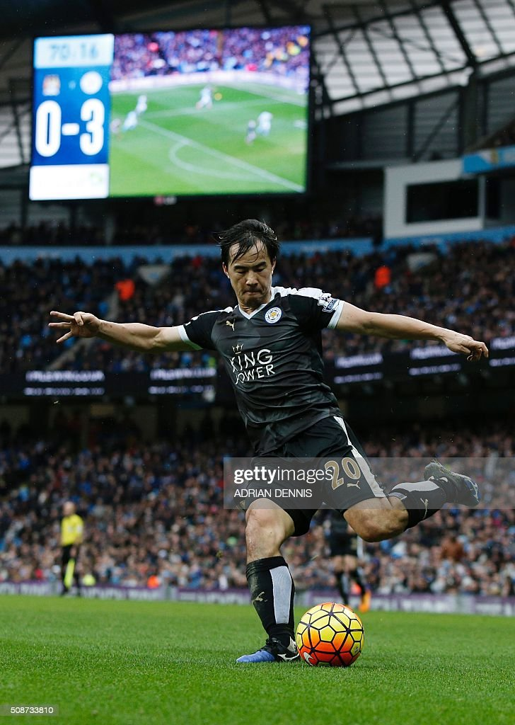Leicester City's Japanese striker Shinji Okazaki crosses the ball during the English Premier League football match between Manchester City and Leicester City at the Etihad Stadium in Manchester, north west England, on February 6, 2016. / AFP / ADRIAN DENNIS / RESTRICTED TO EDITORIAL USE. No use with unauthorized audio, video, data, fixture lists, club/league logos or 'live' services. Online in-match use limited to 75 images, no video emulation. No use in betting, games or single club/league/player publications. /