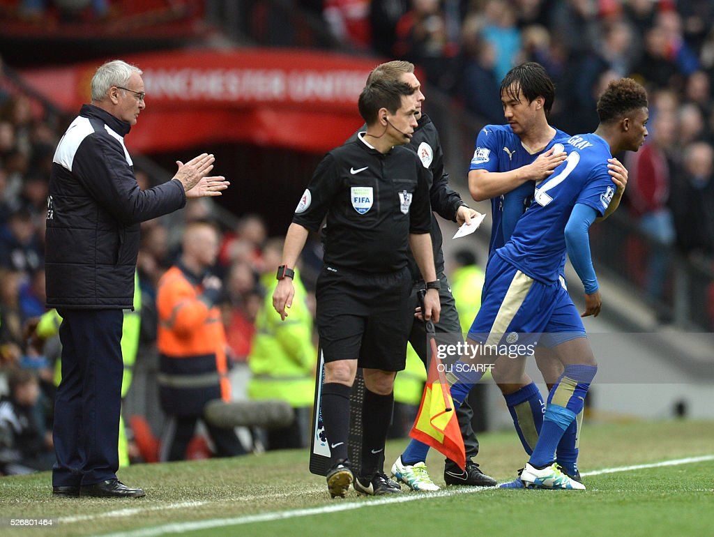 Leicester City's Japanese striker Shinji Okazaki (2R) leaves the field after being substituted for Leicester City's English midfielder Demarai Gray (R) as Leicester City's Italian manager Claudio Ranieri (L) applauds during the English Premier League football match between Manchester United and Leicester City at Old Trafford in Manchester, north west England, on May 1, 2016. / AFP / OLI SCARFF / RESTRICTED TO EDITORIAL USE. No use with unauthorized audio, video, data, fixture lists, club/league logos or 'live' services. Online in-match use limited to 75 images, no video emulation. No use in betting, games or single club/league/player publications. /
