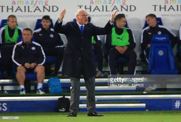 Leicester City's manager Claudio Ranieri gestures on the touchline
