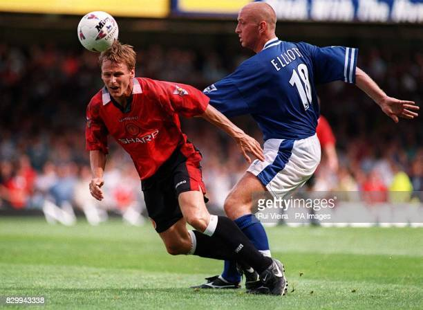 Leicester City's Matt Elliott is intercepted by Manchester United's Teddy Sheringham during today's FA Carling Premiership match at Filbert St...