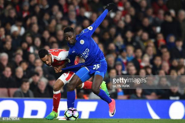Leicester City's Nigerian midfielder Wilfred Ndidi vies with Arsenal's English midfielder Theo Walcott during the English Premier League football...