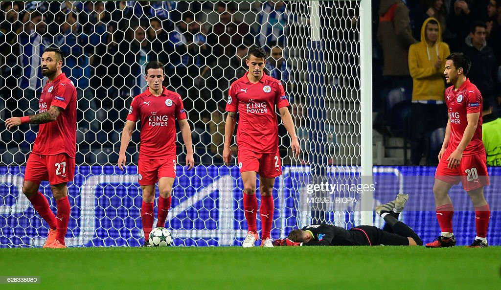 Leicester City's Polish defender Marcin Wasilewski (L), defender Ben Chilwell (2L), Spanish defender Luis Hernandez (3L), goalkeeper Ben Hamer (4L) and Japanese forward Shinji Okazaki walk after Porto's third goal during the UEFA Champions League football match FC Porto vs Leicester City FC at the Dragao stadium in Porto on December 7, 2016. / AFP / MIGUEL
