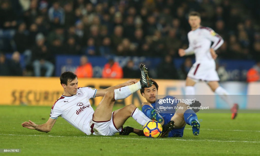 Leicester City's Shinji Okazaki battles with Burnley's Jack Cork during the Premier League match between Leicester City and Burnley at The King Power Stadium on December 2, 2017 in Leicester, England.
