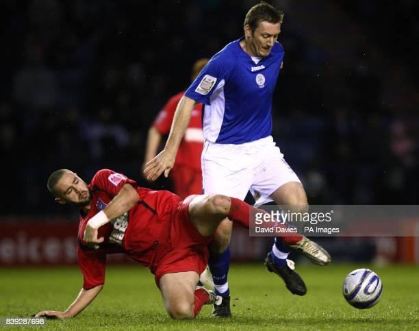 Leicester City's Steve Howard and Ipswich Town's Damien Delaney battle for the ball