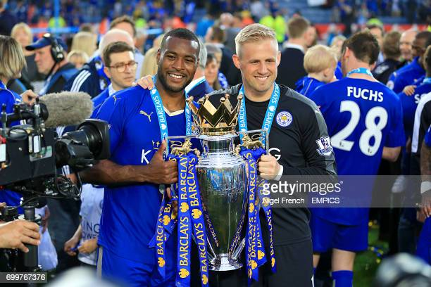 Leicester City's Wes Morgan and Leicester City goalkeeper Kasper Schmeichel pose with the Barclays Premier League trophy