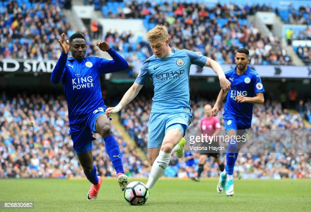 Leicester City's Wilfred Ndidi and Manchester City's Kevin De Bruyne battle for the ball