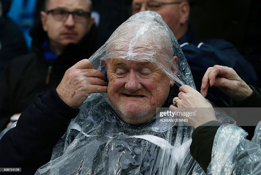 A Leicester fan wears a waterproof before the English Premier League football match between Manchester City and Leicester City at the Etihad Stadium in Manchester, north west England, on February 6, 2016. / AFP / ADRIAN DENNIS / RESTRICTED TO EDITORIAL USE. No use with unauthorized audio, video, data, fixture lists, club/league logos or 'live' services. Online in-match use limited to 75 images, no video emulation. No use in betting, games or single club/league/player publications. /