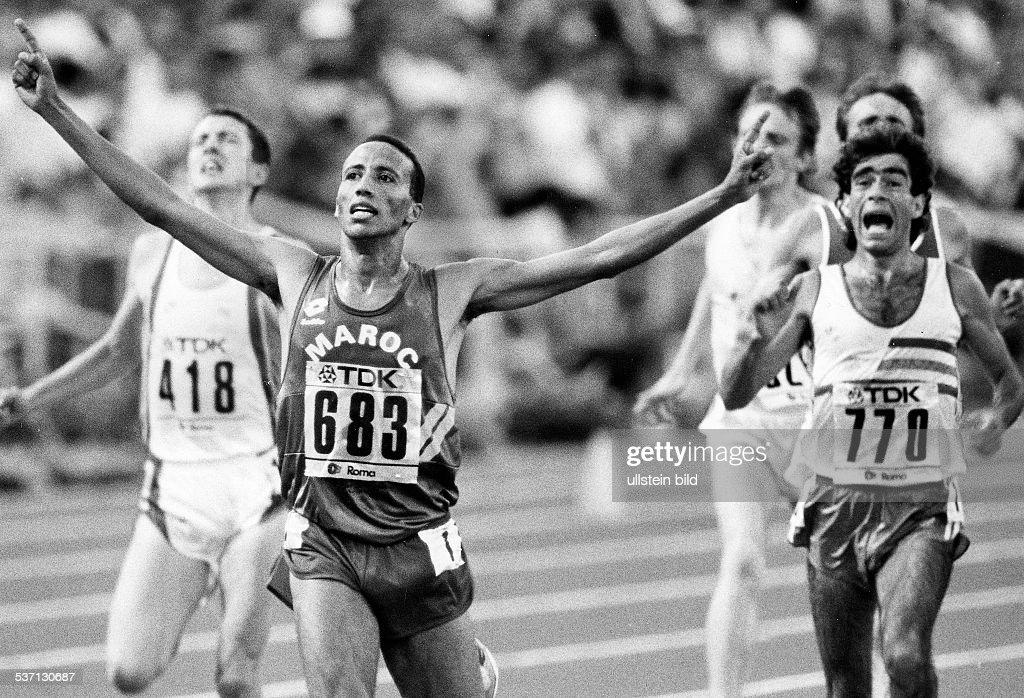 Leichtathlet Marokko LeichtathletikWM in Rom 5000 m Finale Sieger Said Aouita Domingos Castro und Jack Bruckner September 1987
