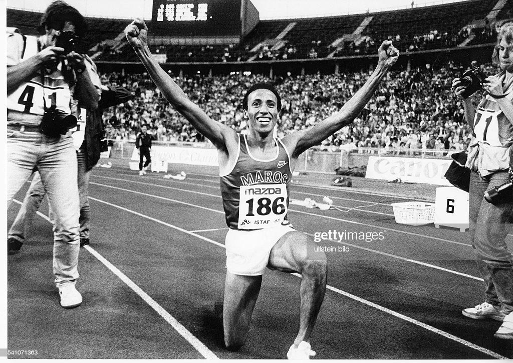Leichtathlet Marokkonach seinem Weltrekord über 1500 Meterwährend der ISTAF in Berlin 1985