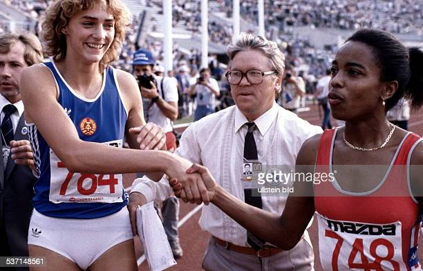 Leichtathletin D Goodwill Games Händedruck mit Evelyn Ashford nach dem 100MeterLauf 1986