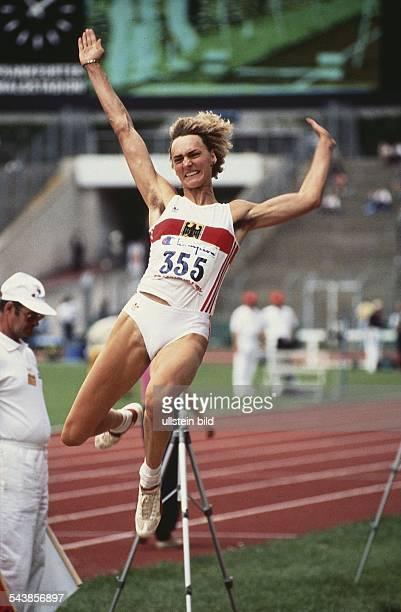 Leichtathletin Heike Drechsler beim Weitsprung Aufgenommen 1991