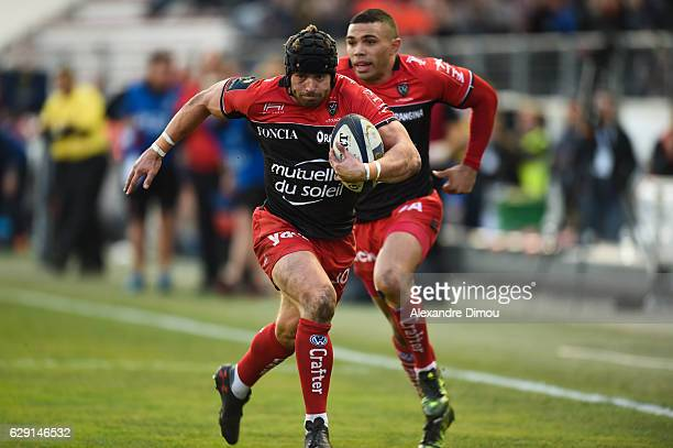 Leigh Halfpenny of Toulon score a try during the European Champions Cup match between Toulon and Scarlets on December 11 2016 in Toulon France