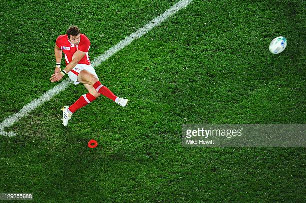 Leigh Halfpenny of Wales kicks a penalty just short during semi final one of the 2011 IRB Rugby World Cup between Wales and France at Eden Park on...