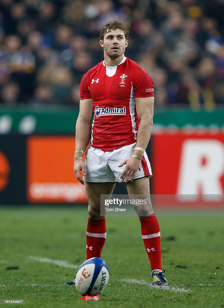 Leigh Halfpenny of Wales prepares to kick during the RBS Six Nations match between France and Wales at Stade de France on February 9, 2013 in Paris, France.