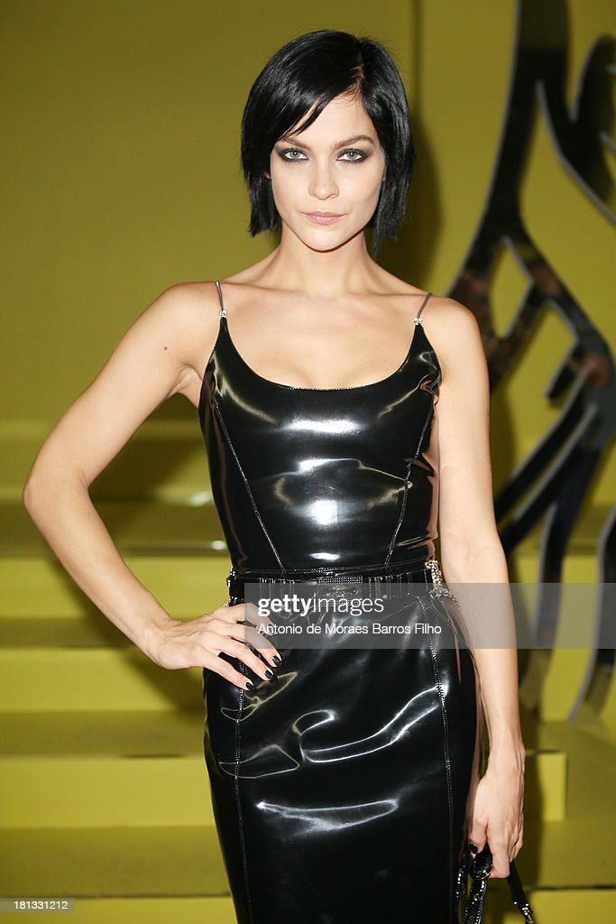 <a gi-track='captionPersonalityLinkClicked' href=/galleries/search?phrase=Leigh+Lezark&family=editorial&specificpeople=618872 ng-click='$event.stopPropagation()'>Leigh Lezark</a> attends the Versace show as a part of Milan Fashion Week Womenswear Spring/Summer 2014 on September 20, 2013 in Milan, Italy.