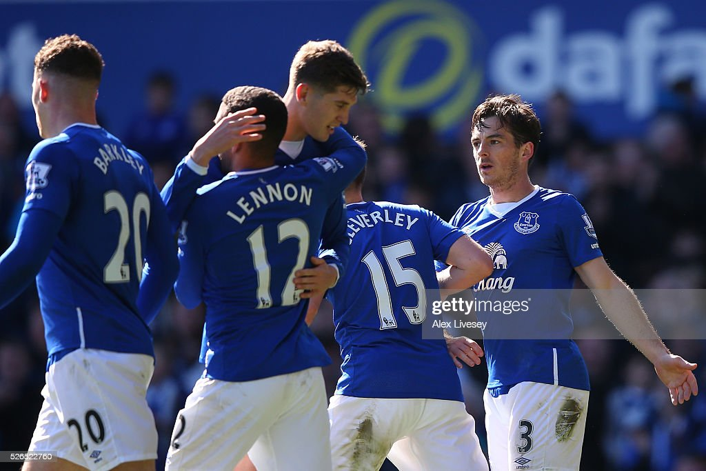 Leighton Baines (1st R) of Everton celebrates scoring his team's second goal with his team mates during the Barclays Premier League match between Everton and A.F.C. Bournemouth at Goodison Park on April 30, 2016 in Liverpool, England.