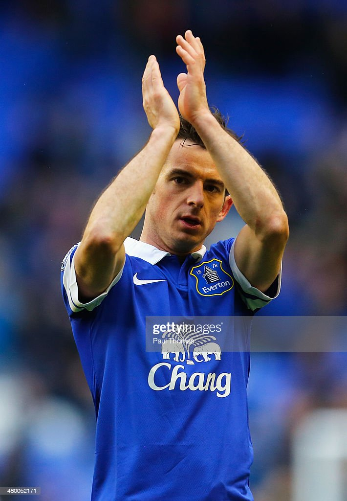 <a gi-track='captionPersonalityLinkClicked' href=/galleries/search?phrase=Leighton+Baines&family=editorial&specificpeople=682452 ng-click='$event.stopPropagation()'>Leighton Baines</a> of Everton celebrates victory after the Barclays Premier League match between Everton and Swansea City at Goodison Park on March 22, 2014 in Liverpool, England.