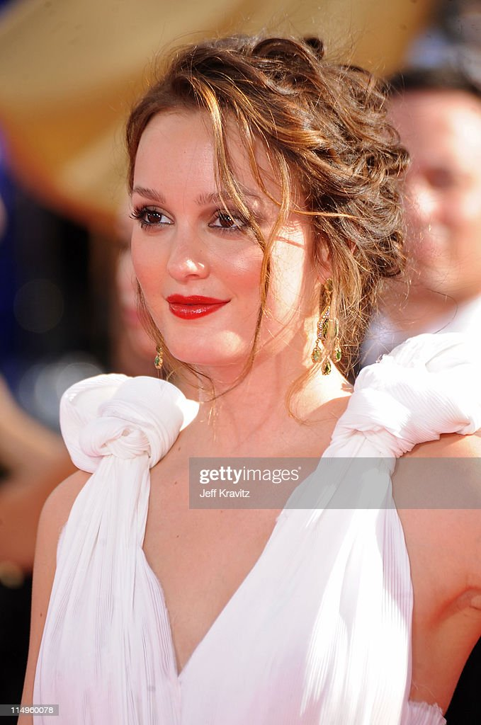 Leighton Meester arrives at the 61st Primetime Emmy Awards held at the Nokia Theatre on September 20, 2009 in Los Angeles, California.