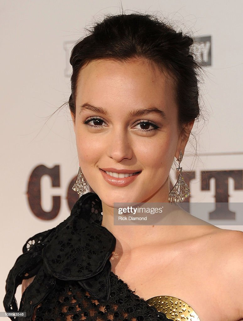 <a gi-track='captionPersonalityLinkClicked' href=/galleries/search?phrase=Leighton+Meester&family=editorial&specificpeople=3947554 ng-click='$event.stopPropagation()'>Leighton Meester</a> attends the 'Country Strong' Premiere at Regal Green Hills on November 8, 2010 in Nashville, Tennessee.