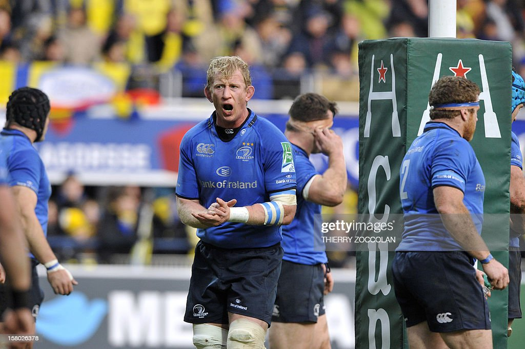 Leinster's lock Leo Cullen (C) encourages his teammates during the European Cup rugby union match ASM Clermont-Auvergne vs Leinster rugby at the Marcel Michelin stadium on December 9, 2012 in Clermont-Ferrand, central France.