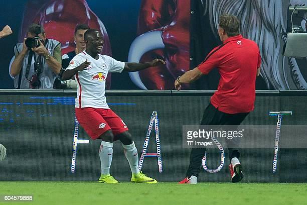 Leipzig Germany 1Bundesliga 2 Spieltag RB Leipzig BV Borussia Dortmund 10 Naby Keita und Trainer Ralph Hasenhuettl jubeln nach dem treffer zum 10