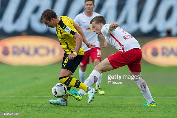 Leipzig Germany 1Bundesliga 2 Spieltag RB Leipzig BV Borussia Dortmund Mario Goetze gegen Lukas Klostermann
