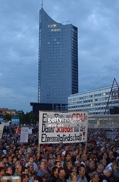 Leipziger Montagsdemonstration gegen die geplante Arbeitsmarktrefor Hartz IV