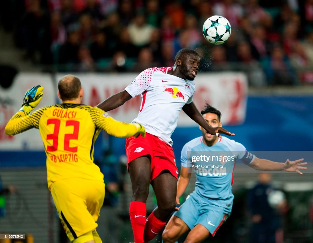 Leipzig´s French defender Dayot Upamecano (C) heads the ball next to Leipzig's Hungarian goalkeeper Peter Gulacsi (L) and Monaco's Colombian forward Radamel Falcao (R) during the UEFA Champions League group G football match RB Leipzig v AS Monaco in Leipzig, eastern Germany on September 13, 2017. /
