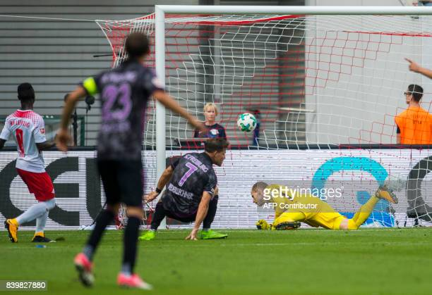 Leipzig´s Hungarian goalkeeper Peter Gulacsi fails to save the first goal by Freiburg´s forward Florian Niederlechner during the German first...
