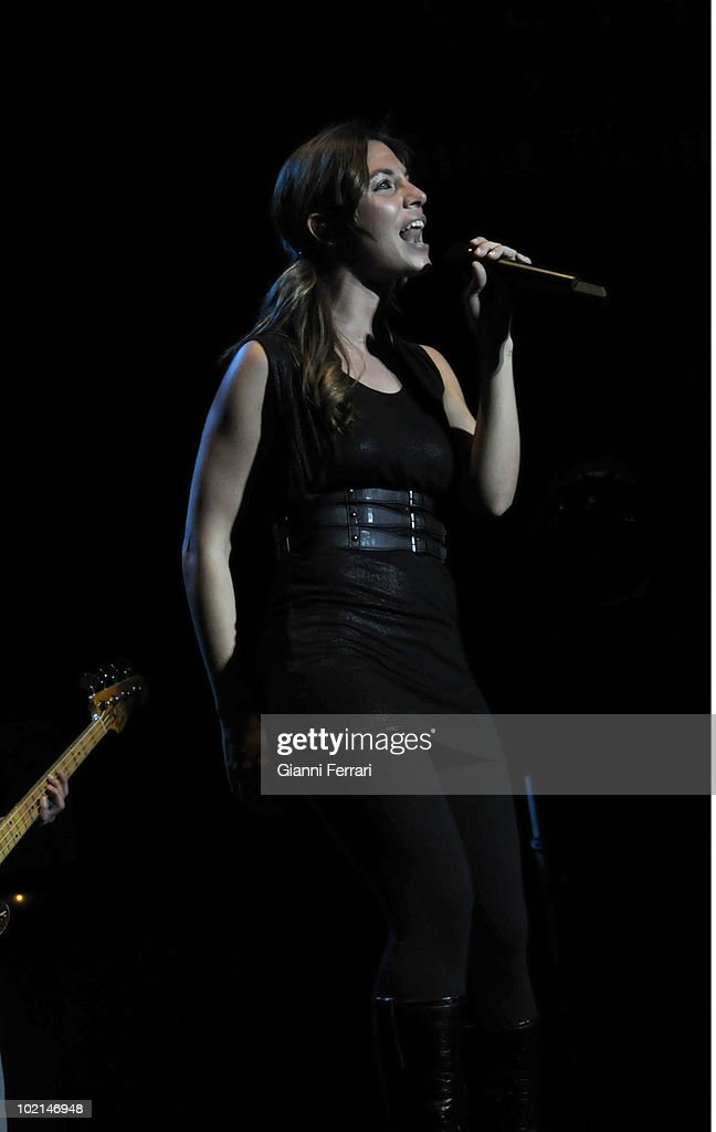 Leire, the singer of the musical group 'La Oreja de Van Gogh', during the concert in benefit of the victims of the earthquake of Haiti, organized by the radio station 100, 24th April 2010, Palace of Sports, Madrid, Spain.