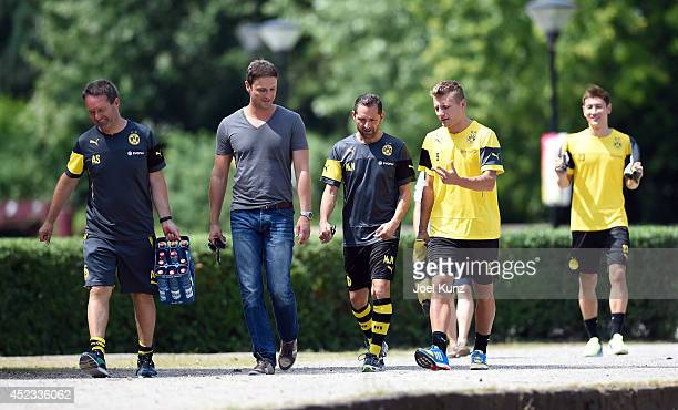 Leiter Athletik Dr Andreas Schlumberger Direktor der Kommunikation Sasha Fligge Dolmetscher Massimo Mariotti with Ciro Immobile and DongWon Ji on the...
