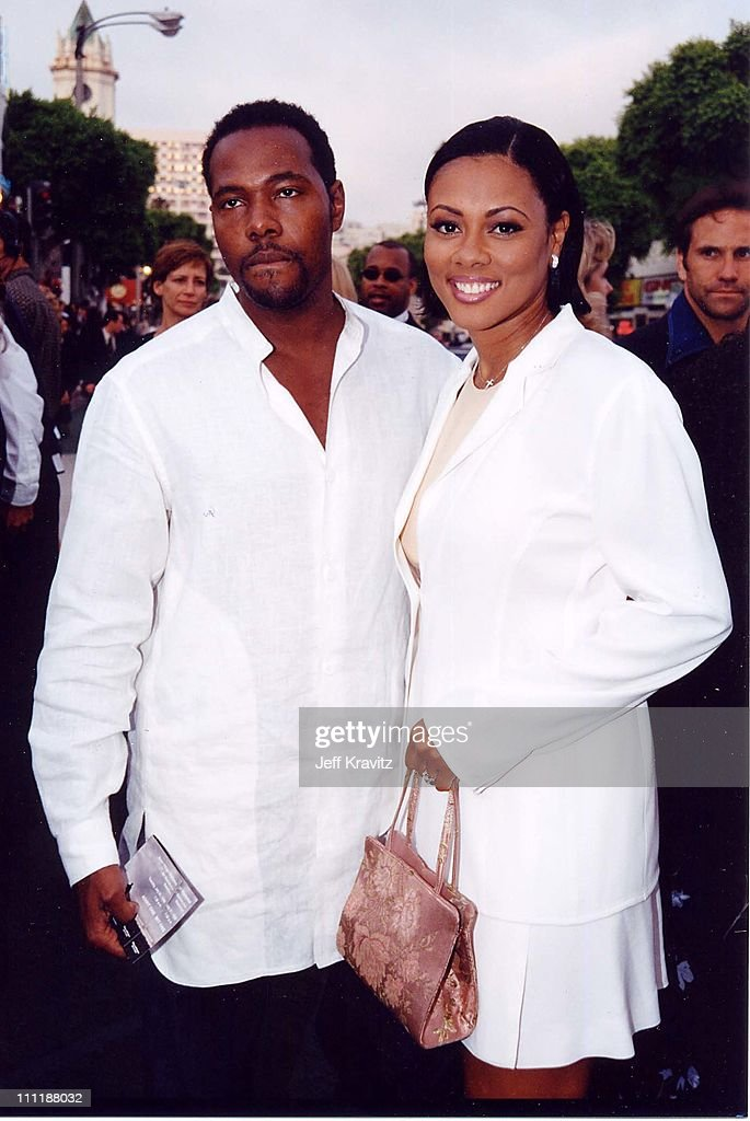 Lela Rochon at the 1998 premiere of Saving Private Ryan in Westwood.