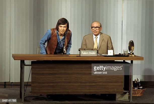 Lembke Robert Journalist Presenter Germany with Singer Reinhard Mey in the tvshow 'Was bin ich' 1975