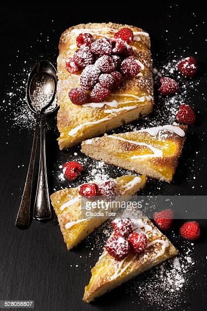 Lemon bar cake