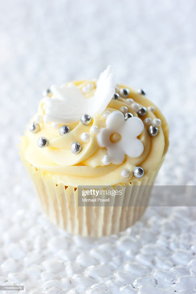 Lemon Cupcake with icing flowers : Stock Photo