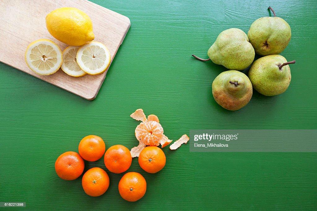 Lemon, pear and tangerine for preparing smoothie : Stockfoto