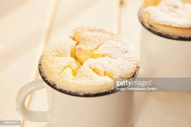 Lemon souffl_s in enamel mugs