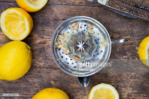 Lemon squeezer and organic lemons