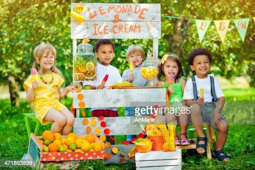Lemonade anf ice-cream stand and children