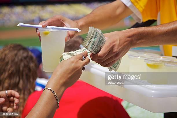 Limonada proveedor en juego de béisbol