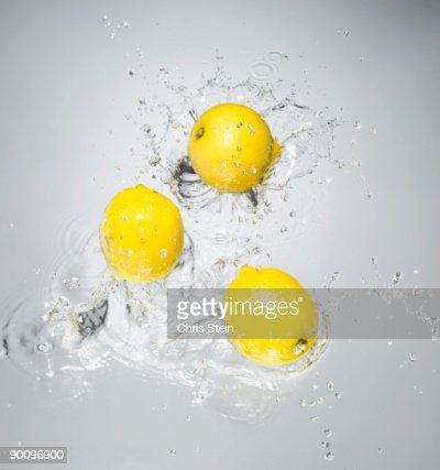 Lemons splashing in to water