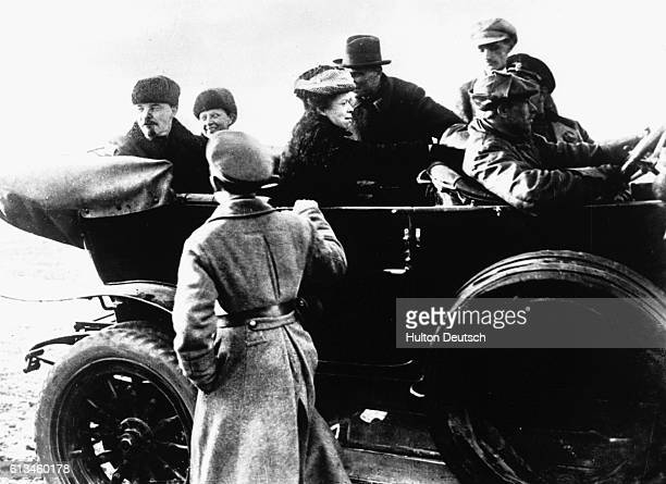 Lenin Krupskaya and Mlyanova in Car