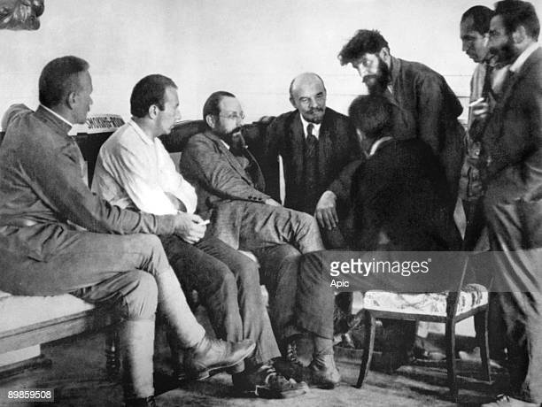 Lenin talking with delegates during the 2nd congress of the Communist International in Moscow junejuly 1920