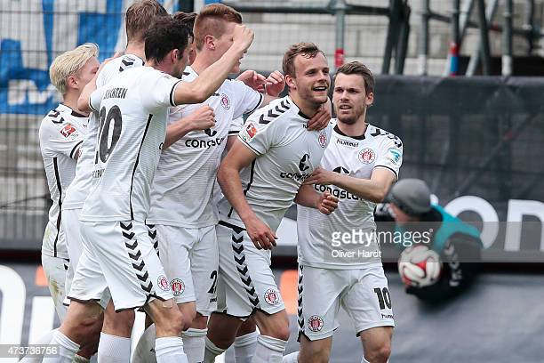 Lennart Thy of St Pauli celebrates after scoring their first goal with his teammates during the Second Bundesliga match between FC St Pauli and VfL...