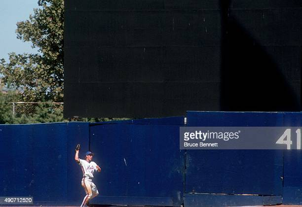 Lenny Dykstra of the New York Mets makes the catch against the wall during an MLB game against the Montreal Expos in August 1987 at Shea Stadium in...