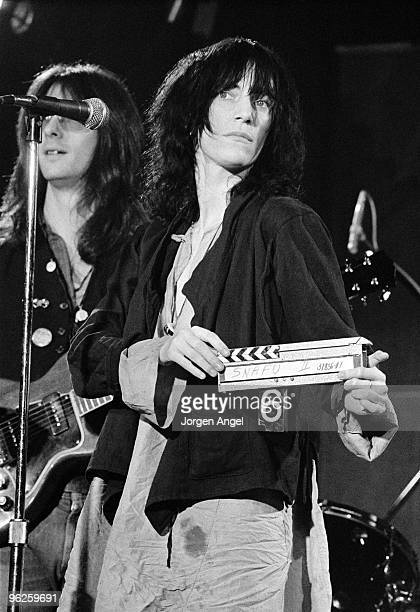 Lenny Kaye and Patti Smith perform on stage in May 1976 in Copenhagen Denmark