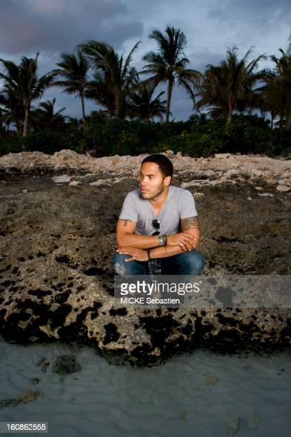Lenny KRAVITZ receives Paris Match in the Bahamas the island of Eleuthera where he has a property the singer crouched on rocks at the water's edge