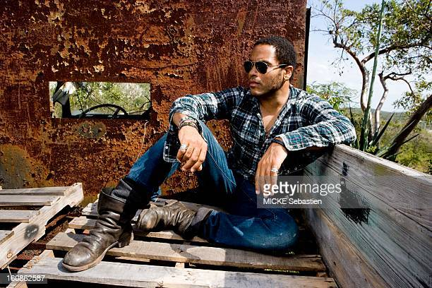 Lenny KRAVITZ receives Paris Match in the Bahamas the island of Eleuthera where he has a property attitude of the singer sitting on boards at the...